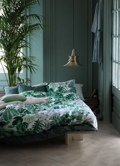 Green bedroom walls, tropical bedroom decor, tropical bedrooms, bedroom c. Green Bedroom Design, Bedroom Green, Green Rooms, Green Walls, Bedroom Mint, Copper Bedroom, Bedroom Colours, Summer Bedroom, Bedroom Inspo