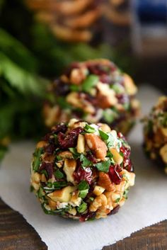 Cranberry Pecan Goat Cheese Truffles: these festive mini cheese balls only take 15 minutes and are loaded with creamy goat cheese, cranberries and crunchy pecans! Cranberry Pecan Goat Cheese Truffles: these festive mini cheese balls only take 15 minutes Snacks Für Party, Appetizers For Party, Appetizer Recipes, Dinner Recipes, Canapes Recipes, Christmas Appetizers, Parties Food, Thanksgiving Appetizers, Dessert Recipes
