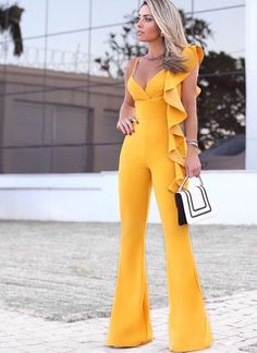 womens fashion outfits which looks fab pin 64369 Yellow Jumpsuit, Jumpsuit Outfit, Look Fashion, Womens Fashion, Fashion Design, Trendy Outfits, Cute Outfits, Designer Jumpsuits, Elegant Outfit