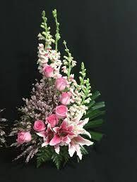 Resultado de imagem para arranjos florais para igrejas com rosas
