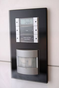 KNX control system - press the button and stick to the iron is on for 30 minutes - the light is turned on and off
