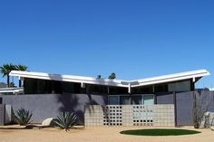 Butterfly roof, Palm Springs - I also like the concrete/cinder block wall and landscaping in front of the windows.