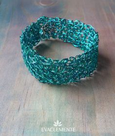 Brazalete tejido en hilo de cobre esmaltado de color turquesa. EVACLEMENTE. Color Turquesa, Beaded Bracelets, Jewelry, Fashion, Enamels, Copper, Bracelet, Jewels, Tejidos