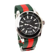 c85e4463611 Montre Gucci Dive avec bracelet signature 1 035   - Gucci Dive watch with  signature strap