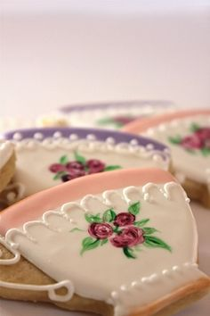 ♥ Oh my goodness ~ this pinned from Cookies at Monica LR  ~~ she has the most impressive cookies I have ever seen!