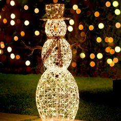 El mejor adorno de #navidad es la radiante felicidad de un mono de nieve.