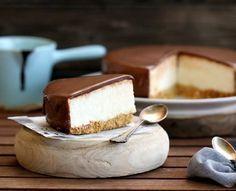 Comeme todo: Tarta mousse de yogur con cobertura de chocolate c...