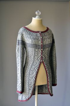 Ravelry: Three Colors Sweater pattern by Amy Gunderson Love Knitting, Fair Isle Knitting, Sweater Knitting Patterns, Knitting Designs, Knit Patterns, Hand Knitting, Universal Yarn, Fair Isle Pattern, Sweater Design