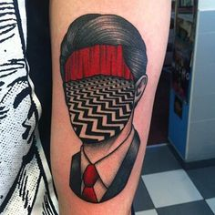 Awesome Twin Peaks Tattoo pic is a part of Twin Peaks Tattoo gallery. If you like this photo take a look at some more tattoo designs of the kind. Dream Tattoos, Future Tattoos, Body Art Tattoos, Movie Tattoos, Twin Peaks Tattoo, Tatuagem Old Scholl, Tattoo Designs, Theme Tattoo, Trash Polka