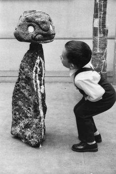 "Joan Miró - Surrealism - ""Child and a Miro ceramic sculpture"" photo by Swiss-French photographer SABINE WEISS (born Sabine Weiss, Pablo Picasso, Robert Doisneau, Miro, Hieronymus Bosch, Max Ernst, Spanish Painters, 1975, Jackson Pollock"