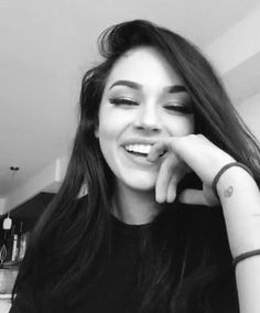 imagem descoberto por Zahraa A.) suas próprias imagens e vídeos no We Heart It Maggie Lindemann, Girl Photo Poses, Girl Photography Poses, Girl Pictures, Girl Photos, Shotting Photo, Snapchat Girls, Fake Girls, Selfie Poses
