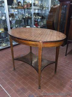 Mobili antichi - Tavoli e tavolini - Tavolino ovale in bois de rose Antico tavolo da salotto in bois de rose - Immagine n°1
