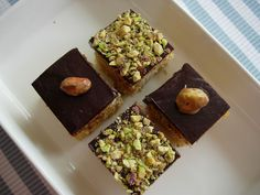 Petit fours Pistachio Cake, Avocado Toast, Wedding Cakes, Happy Birthday, Chocolate, Breakfast, Google Search, Food, Wedding Gown Cakes