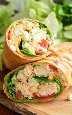 Buffalo Chicken Wrap with Homemade Ranch. Delicious light lunch idea packed with… Buffalo Chicken Wrap with Homemade Ranch. Delicious light lunch idea packed with your favorite buffalo chicken flavors. Healthy Wraps, Good Healthy Recipes, Lunch Recipes, Healthy Foods To Eat, Healthy Chicken Wraps, Crispy Chicken Wraps, Healthy Tacos, Healthy Sides, Dinner Healthy