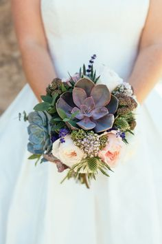 succulent wedding bouquet | Photography: Sarah Falugo