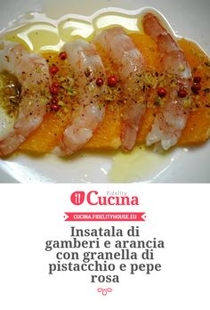 Insatala di gamberi e arancia con granella di pistacchio e pepe rosa