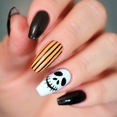 Are you looking for some uncanny Nail Art ideas for the Halloweens? Halloween is right around the corner. Are you ready for it? Do you want to check out some interesting Halloween Nails Art Design specifically designed to scare everyone? Holloween Nails, Cute Halloween Nails, Halloween Acrylic Nails, Fall Acrylic Nails, Halloween Nail Designs, Fall Nail Designs, Acrylic Nail Designs, Fall Nails, Halloween Halloween