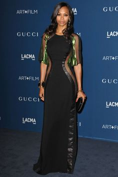 Original, sensual y felina, la actiz Zoe Saldana se mantuvo fiel a su estilo con este diseño de Gucci con transparencias que serpentean por todo el cuerpo y apliques de tela metalizada verde para dar un toque muy sexy.