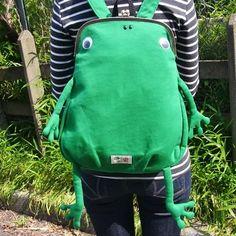 【ジムマスター】かえるガマグチリュック 鮮やかなグリーンと、大きな目玉が愛くるしい、ありそうでなかったガマグチのカエルリュックはヴィレッジヴァンガード限定!!