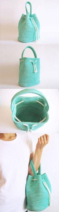 Сумка-торба из обвязанной столбиками без накида веревки