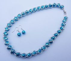 Chainmaille necklace with ocean blue pearls