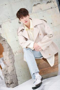 Wonwoo - V Low Tone Show special filming Naver x Dispatch Seventeen Wonwoo, Seventeen Debut, Hoshi, Jeonghan, Vernon, Korean Boy, Funny Boy, Meanie, Pledis 17