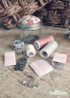 www.kamalion.com.mx - Recuerdos / Favors / Detalles Personalizados / Vintage / boda / wedding / rosa / pink / Kit de costura / Mason jar / Sewing kit / Costureros / Hilo / Aguja / Alfileres / Botones.