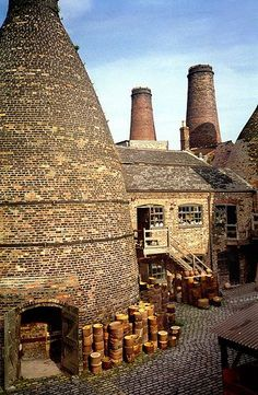 Gladstone Pottery Works, Stoke-on-Trent, England. The Gladstone Pottery Museum is a working museum of a medium sized pottery, typical of those once common in the North Staffordshire area of England from the time of the industrial revolution in the ce Stoke On Trent, England And Scotland, Peak District, West Midlands, Industrial Revolution, British Isles, Great Britain, Places To See, United Kingdom