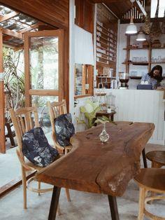 Découvrir la Thaïlande du Nord: Lampang, Phrae, Nan & Chiang Rai #Tieanddye #Thailand #NorthofThailand Lampang, Chiang Rai, Phuket, Nan, Dining Table, Rustic, Furniture, Home Decor, Country Primitive