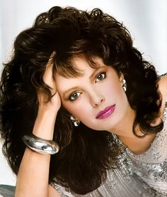 Jaclyn Smith on Charlies Angels Divas, Jaclyn Smith Charlie's Angels, Jacklyn Smith, Kate Jackson, French Twist Hair, Farrah Fawcett, Twist Hairstyles, Vintage Glamour, Up Girl