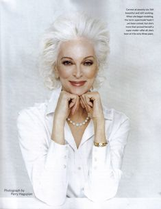 This is glamour! Carmen Dell'Orefice (born June is 80 years old right now. She is the oldest model in the world modeling for the last 66 years, placing herself in the Guinness Book of World Records. Carmen Dell'orefice, Glamour, Beautiful People, Beautiful Women, Stunningly Beautiful, Advanced Style, Ageless Beauty, Old Models, Aging Gracefully