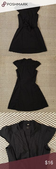 """H&M cap sleeve tie waist shirt dress Pretty vertical stripe material with attached ribbon at the waist. Size 8 (runs a tad small, not much stretch, so great for size 6 as well). I'm 5'5"""" and it hits right above my knee. H&M Dresses Mini"""