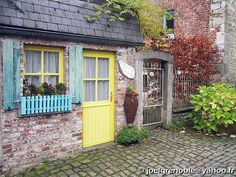 House, Durbuy - Belgique.  I would love to live in Europe for a year and have this as my house.