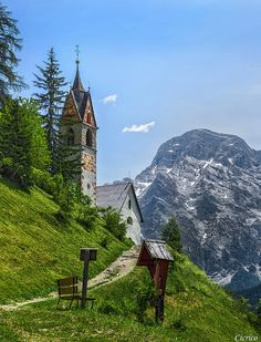 La Valle, Wengen, La Val : The church of Santa Barbara, Sasso Croce, Kreuzkofel, Italy