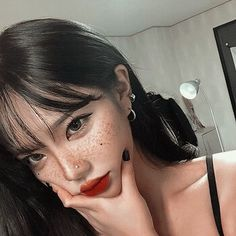 Shared by Ka Na. Find images and videos about girl, aesthetic and korean on We Heart It - the app to get lost in what you love. Uzzlang Girl, Korean Beauty, Asian Beauty, Pretty People, Beautiful People, Grunge, Ulzzang Korean Girl, Asian Makeup, Cute Korean