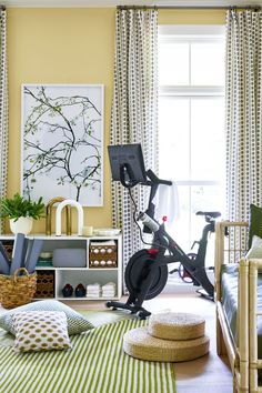 Dining room Feng Shui Dos and don'ts Workout Room Home, Gym Room At Home, Workout Rooms, Home Gym Decor, Room Ideas Bedroom, Room Decor, Room Feng Shui, Small Home Gyms, Bike Room