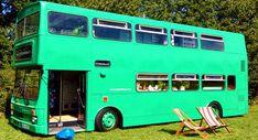 Autobús de dos pisos convertido en hotel de campo