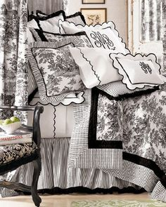 I would love to decorate one of my guest bedrooms in black and white toile de jouy. French Decor, French Country Decorating, Home Bedroom, Bedroom Decor, Dream Bedroom, Master Bedroom, Monogram Bedding, Toile Bedding, Shabby Chic Stil