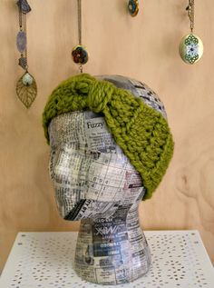 Ear Warmer: Crochet how to video.  One of the best, most practical things I own.