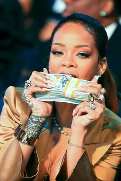 Rihanna: 2019 World's Richest Female Musician She beat out Beyoncé, Celine Dion, and Taylor Swift. Mode Rihanna, Rihanna Riri, Rihanna Style, Rihanna Videos, Rihanna Money, Beyonce, Gangster Girl, Richest In The World, Photocollage