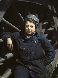 Dorothy Lucke, employed as a railroad wiper. Photographed by Jack Delano in April 1943.