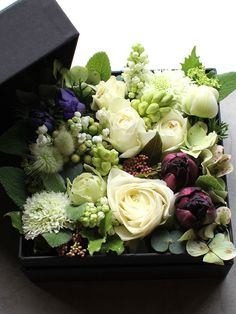 Box Flower Arrangement 14 M size Green Flowers, White Flowers, Beautiful Flowers, Bouquet Box, Flower Packaging, Mothers Day Flowers, Arte Floral, Plant Design, Floral Arrangements