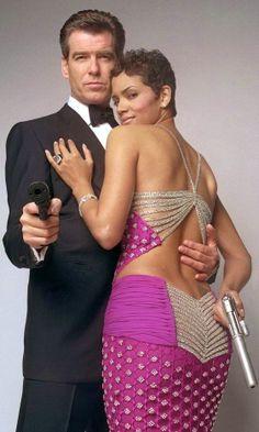 James Bond Girl n°20 - Halle Berry est Giacinta « Jinx » Johnson (2002) avec Pierce Brosnan - Meurs un autre jour (Die Another Day)