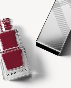 Nail Polish in Oxblood No.303 with a lasting, high-gloss finish.