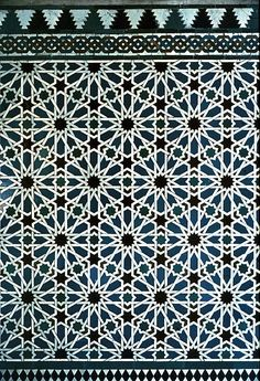 Image SPA 2503 featuring decorated area from the Alcazar, in Seville, Spain, showing Geometric Pattern using ceramic tiles, mosaic or pottery.
