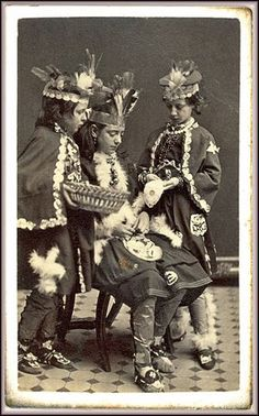 mid to late The child on the right is wearing a bag in the… Native American Children, Native American Regalia, Native American Photos, Native American History, American Indians, Seneca Indians, First Nations, Indigenous Tribes, Iroquois