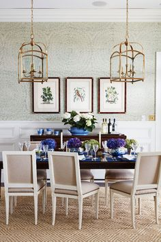 Merveilleux *Feather Bloom Grass Cloth Wallpaper A Wallpaper With A Delicate Pattern  And A Very Large Repeat Creates Interest In A Dining Room. Design By Andrew  Howard