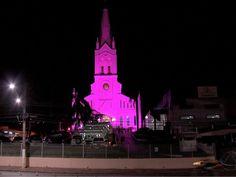 Santuário Nossa Senhora Auxiliadora ganhou iluminação cor-de-rosa para lembrar a Campanha Outubro Rosa, de prevenção ao câncer de mama (Foto: Reprodução/TVCA)