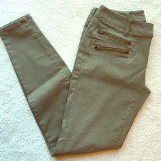 """EUC! Olive Jeggings The Limited 678 EUC! Olive Green Jeggings from The Limited.  Only wore them one time.  Bronze Zipper details on the pockets.  Super Soft!! Style: Legging Jean 678.  80% cotton 17% rayon 3% spandex.  Waist 28""""; inseam 28""""; front rise 7.5"""".  I also have these in black and will be listing them soon  The Limited Pants Skinny"""