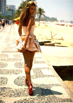the back of the dress; Alessandra Ambrosio For Numero Magazine Cute Fashion, Look Fashion, Fashion Beauty, Womens Fashion, Fashion Glamour, Beach Fashion, Fashion Hair, Beauty Style, Fashion Styles